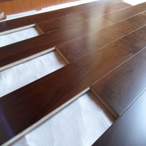 Multi-Layer Natural Oil Walnut Engineered Wooden Flooring pictures & photos
