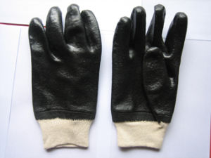 Smooth Finish Knit Wrist Black PVC Work Glove pictures & photos