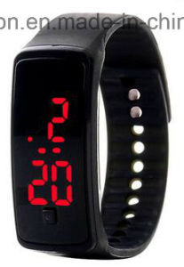 Smart Silicone Kids Child Children Women′s Ladies LED Bluetooth Bracelet GPS Sos GSM Safety Phone Call Watch pictures & photos