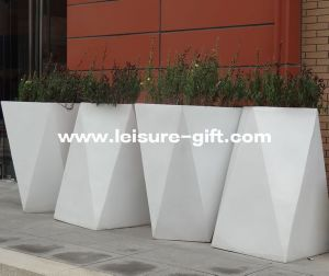 Fo-9043 Stainless Steel Planter with White Painted pictures & photos