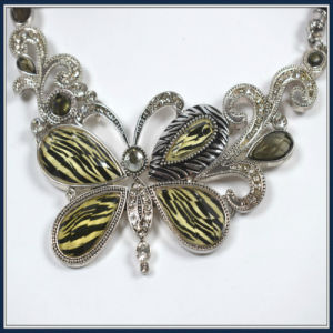 New Item Resin Acrylic Butterfly Pendant Fashion Jewelry Necklace Earring pictures & photos