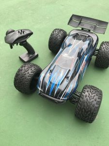 2 Channel 1/10 Scale 2.4GHz Electric Brushless RC Car pictures & photos