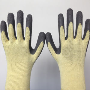 Poly Safety Gloves with Wrinkle Latex Coating pictures & photos