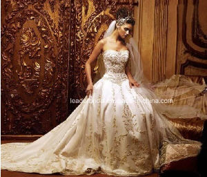 Embroidery Lace Court Train Ball Gown Wedding Dress W14909 pictures & photos