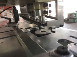 Full-Automatic Finger Ring Machine pictures & photos
