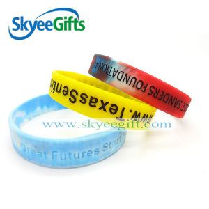 fashion Silicone Wristband with Embossed Logo pictures & photos