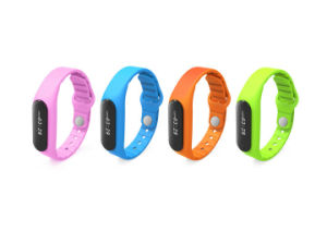 IP67 Waterproof USB Vibrating Bluetooth Pedometer Bracelet for Incoming Phone pictures & photos