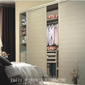 Simple Design Fashion Bedroom Wardrobe (S-022) pictures & photos