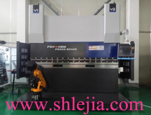 High Performance Hydraulic Synchronized CNC Press Brake with Robot pictures & photos