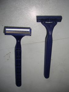 Triple Blade Disposable Razor (KD-3010L) pictures & photos
