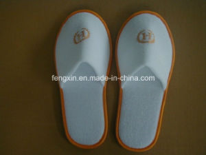 Velour Hotel Customized Color Piping and Logo Disposable Slipper pictures & photos