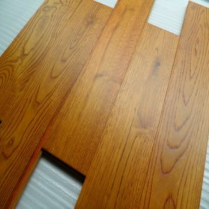 Feather Surface Hot Selling Oak Solid Wooden Flooring pictures & photos