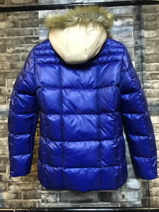 Fashion New Men Long Contrast Padded Jacket with Fake Fur Hood pictures & photos