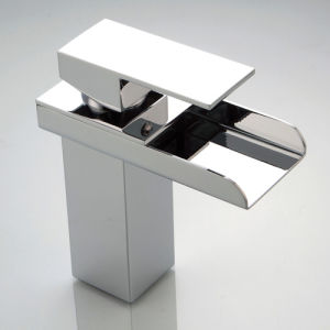 Contemporary Bathroom Sink Faucets with Chrome Finish pictures & photos