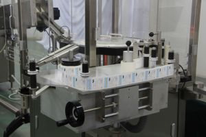 Plunger Rod Screwing and Labeling Machine for Filled and Closed Syringes pictures & photos