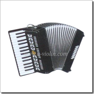 30 Key 32 Bass Piano Accordion (K3032) pictures & photos