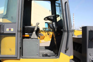 Good Quality 1.5 Tons Mini Loader with 4 in 1 Bucket pictures & photos