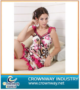 Wholesale Lady′s Printed Sexy Sleepwear with Silk Fabric pictures & photos