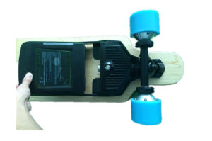 Four Wheel Electric Skateboard with Removable Samsung Battery pictures & photos