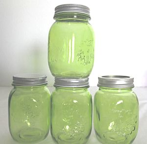 Green Glass Jar with Screw Lid Mason Jar pictures & photos