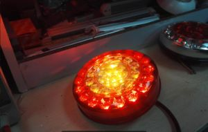 Tail/Stop/Turn Signal Rear Lamp for Truck E4 CCC Certificated Lt-111 pictures & photos