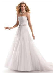 2014 Ivory Scalloped Beading a-Line Tulle Bridal Wedding Dress (SCL-WD037)