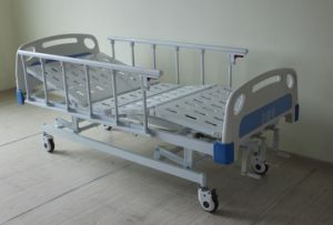 High Quality Hospital Use Three Cranks Manual Care Bed/Medical Bed/Hospital Bed (SK-MB102) pictures & photos