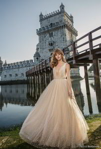 V-Neckline Bridal Ball Gowns Champagne Tulle Pearls Prom Party Quinceanera Dresses Z5071 pictures & photos