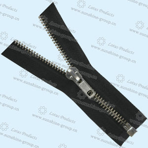High Quality Metal Zipper with Slider pictures & photos