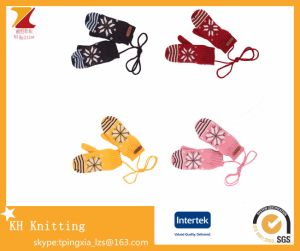 Winter Knitted Wool Warm Baby Double-Layer Gloves with Hanging Neck pictures & photos