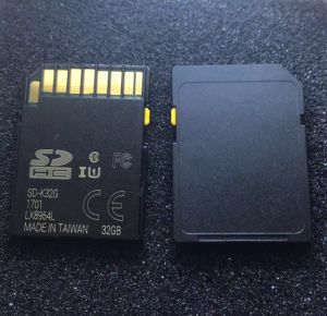 Class10 32 GB 64GB Black SD Card with Yellow Slider and Changeable Cid for Car GPS Navigation pictures & photos