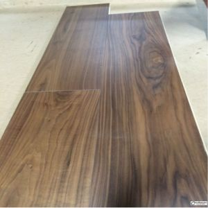 Engineered American Walnut Hardwood Floor/Wood Floor pictures & photos