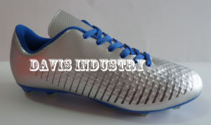 Small MOQ Factory Offered Hot Selling New Design Style Soccer Cleats Boots Football Turf Sports Shoes with High Quality and Good Price pictures & photos
