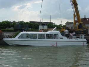 28seats Fiberglass Passenger Boat with Inboard Diesel Engine pictures & photos
