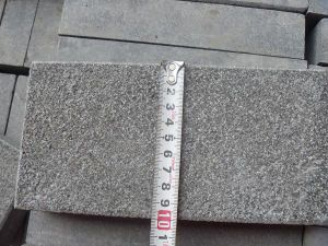 China Manufacture Flamed G684 Granite Paving Stone pictures & photos