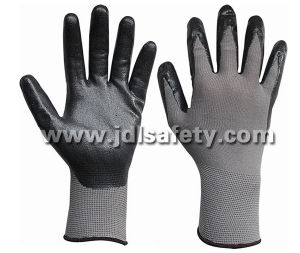 Grey Nylon Knitted Working Gloves with Black Breathable Foam Nitrile Coating (N1566BRF) pictures & photos