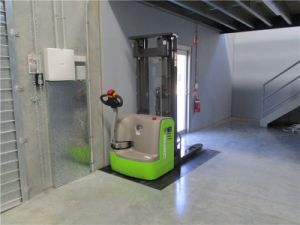 dB15 1.5 Ton Electric Pallet Stacker Price for Sale pictures & photos