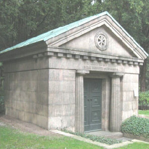 Granite 9 Person Big Family Mausoleum for Cemetery pictures & photos
