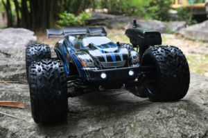 4WD Electric Powerful Motor RC Model Car 1: 8th pictures & photos