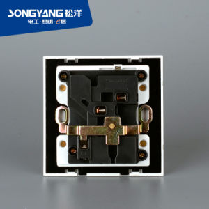 Electric Switch White Series Multifunction Wall Socket pictures & photos