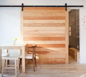Sliding Barn Door with Black Hardware pictures & photos