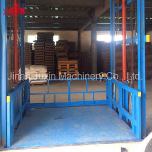 Indoor Warehouse Guard Rail Lift Table pictures & photos