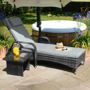 Well Furnir Attractive Adjustable Rattan Sun Lounge with Free Side Table pictures & photos