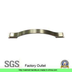 Factory Furniture Cabinet Handle Hardware Door Pull Handle (Z 013) pictures & photos