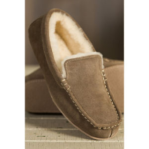 Men′s Suede Moccasin Sheepskin Slippers pictures & photos