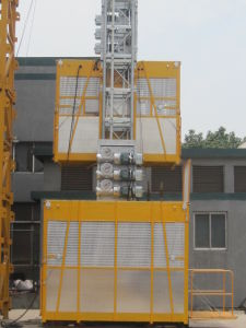 Single Cage 1000kg Material Personnel Hoist with Counterweight pictures & photos