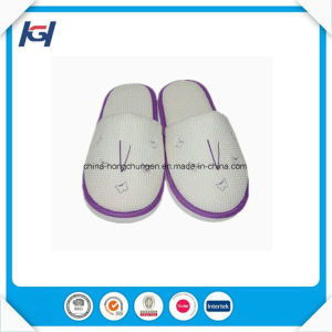 Cheap Wholesale Disposable Travelling Foldable Slippers pictures & photos