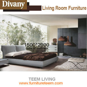 Italy Modern Style Bedroom Furniture Solid Wood Bed pictures & photos
