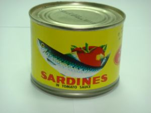 Hot Selling 125g Canned Sardine in Oil in Plate Can pictures & photos