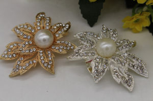 Fashion Gold Plated Pearl and Rhinestone Brooch for Dress (TB005) pictures & photos